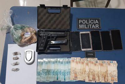 Policiais militares apreendem arma, dinheiro e drogas no sudoeste paraense