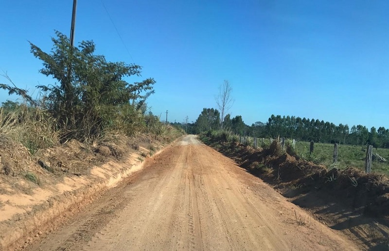Estradas vicinais recebem serviços de infraestrutura na zona rural