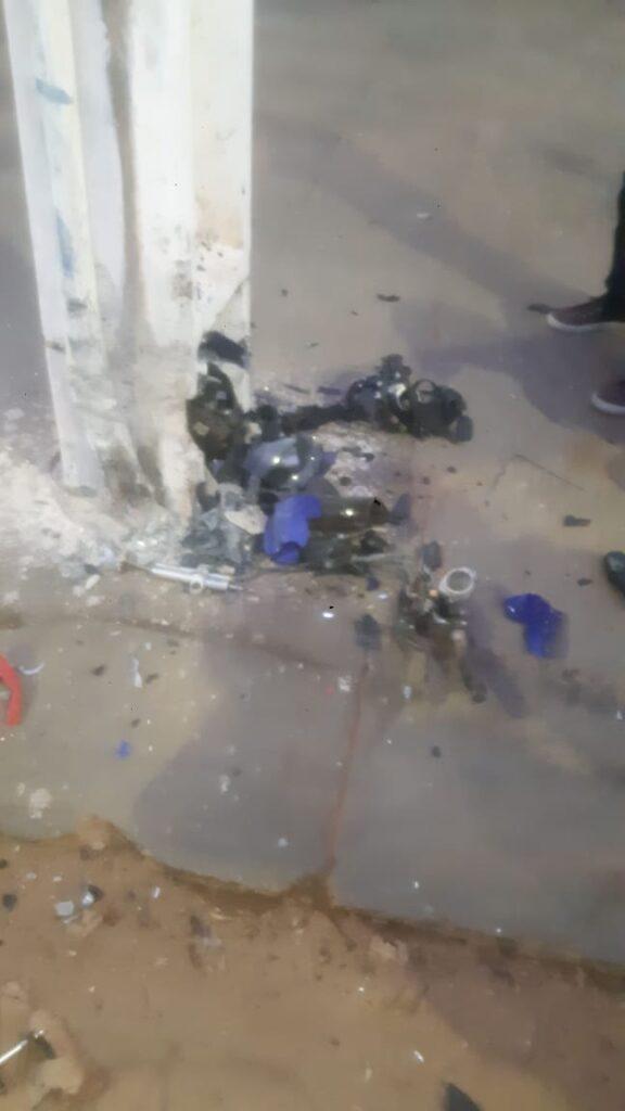 Motociclista morre ao perder controle de moto e colidir com poste