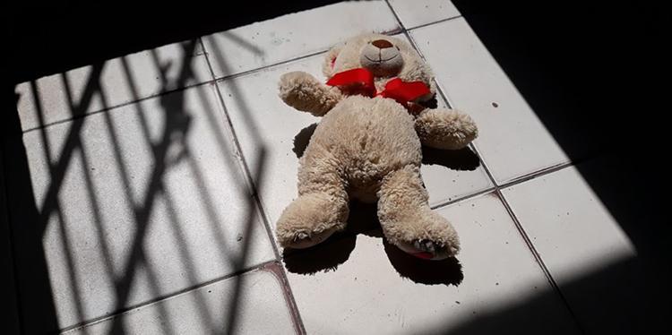 Polícia prende mulher que levou sobrinha de onze anos para ter relações sexuais com homem