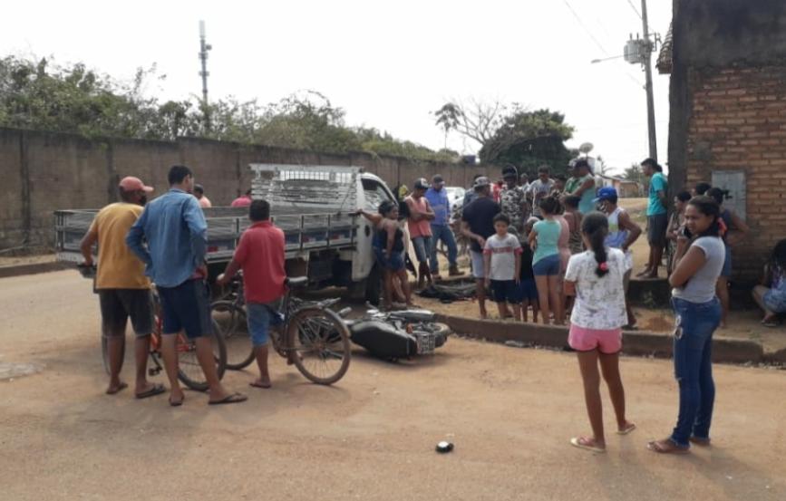 Carro colide com moto e mata jovem, em Marabá