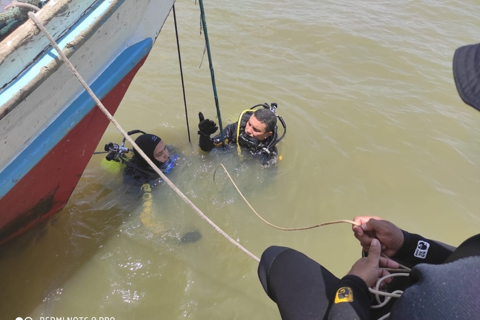 Barco se choca com rabeta e criança desaparece no rio