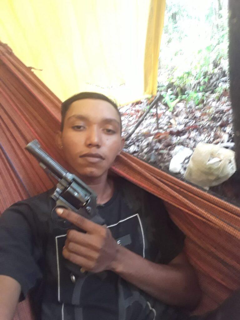 Quadrilha é procurada após divulgar fotos de criança com arma de fogo