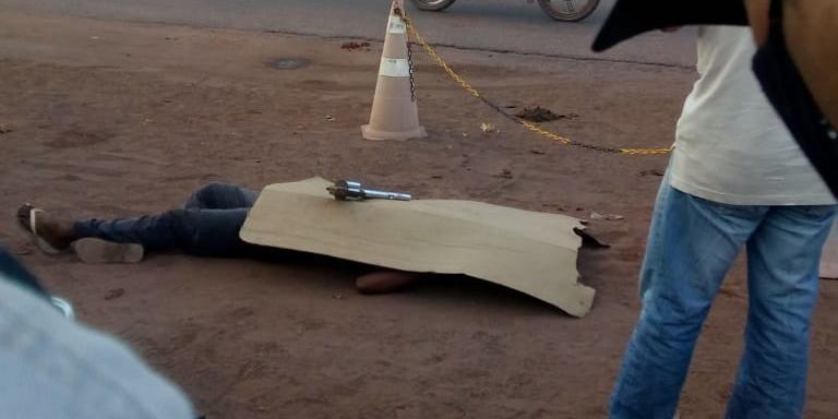 Vítima reage e mata assaltante a tiros