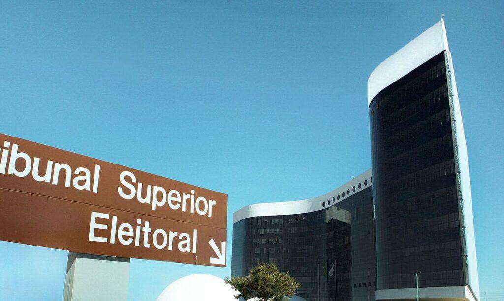 Tribunal Superior Eleitoral recebe mais de mil denúncias mensagens no WhatsApp