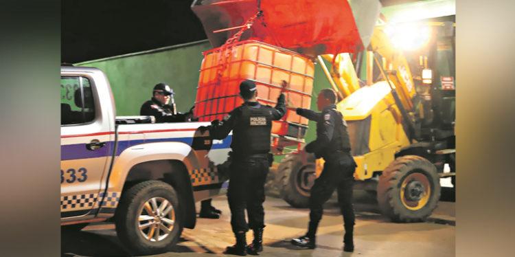 Polícia apreende 3 mil litros de gasolina na casa do secretário de Obras