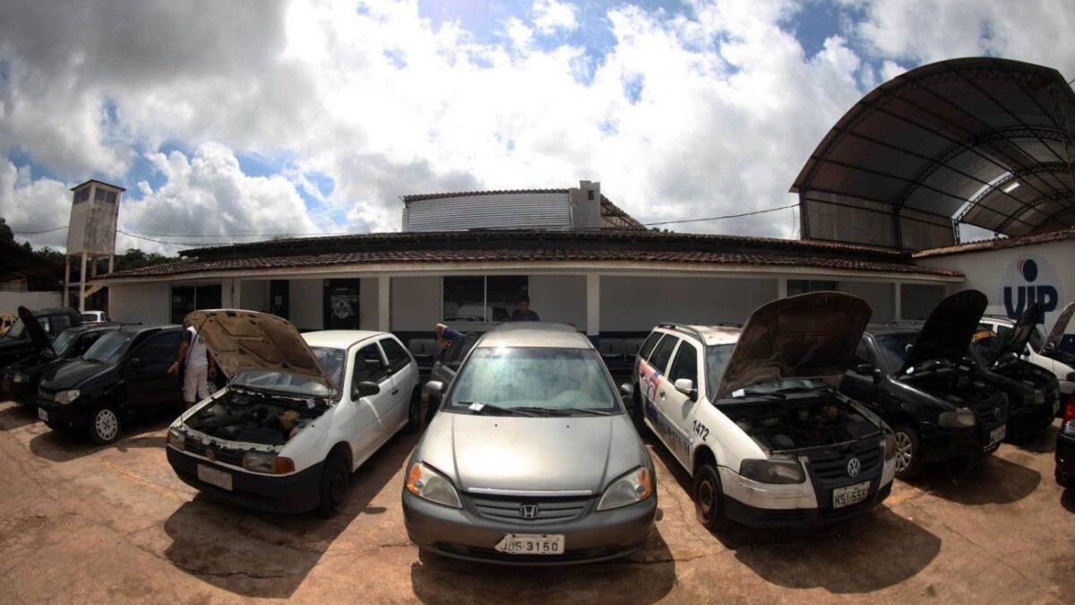 Nesta sexta-feira o DETRAN vai leiloar mais de 700 veículos