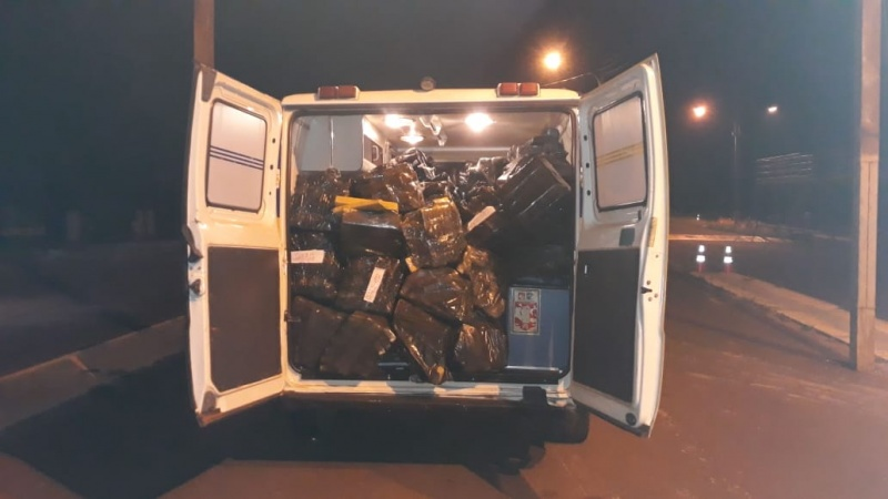 Dentro da ambulância, foram apreendidos 1536 Kg (mil quinhentos e trinta e seis quilos) de maconha. Os envolvidos declararam que receberam a ambulância carregada