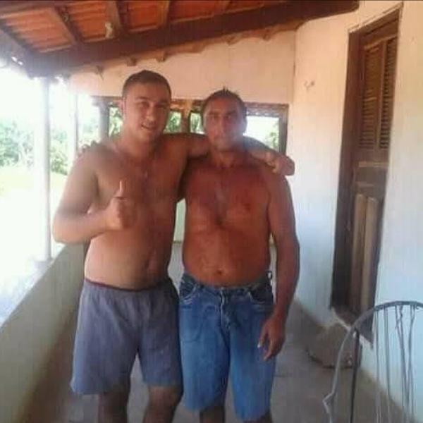 Pai mata o filho com golpes de foice na tarde deste domingo