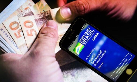 BOLSA FAMÍLIA: Caixa paga 2ª parcela de R$ 300 da extensão do auxílio emergencial