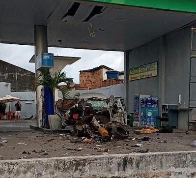 Carro explodiu enquanto abastecia em posto de combustíveis; veja vídeo