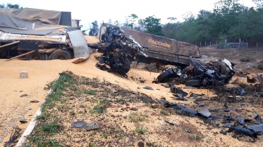 Acidente entre 3 carretas deixa um morto e outro ferido entre Pará e Mato Grosso