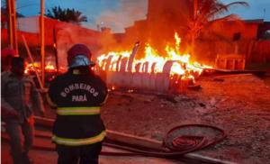 Incêndio atinge casas de madeira em Parauapebas