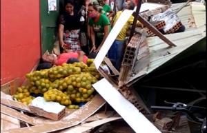Toldo desaba e deixa vários feridos, em Marabá
