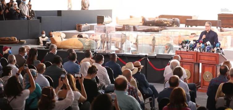 Egito anuncia descoberta de mais de 100 sarcófagos com cerca de 2.500 anos