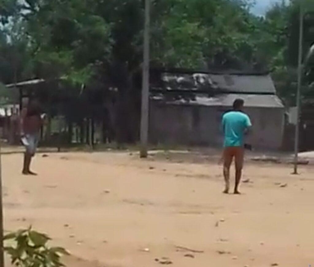 VÍDEO: Homem é morto com tiro no coração durante briga por política