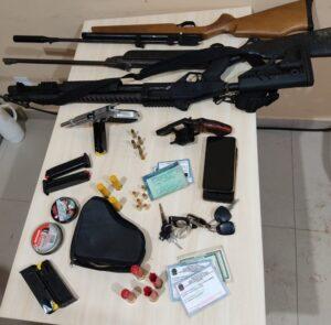 Casal é preso com 12, Rifles e pistola, em Baião
