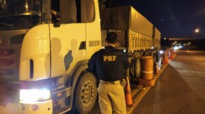 A PRF apreendeu 40.000kg de minério transportado ilegalmente