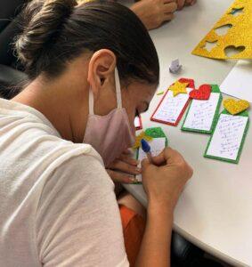 Cartões de Natal são produzidos por mães de bebês internados no HRSP