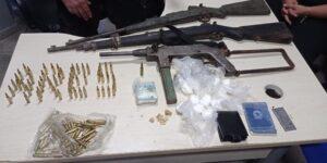 Armas de grosso calibri e drogas, são encontradas em área de mata