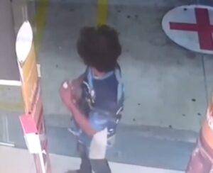Vídeo: Homem é flagrado tomando álcool em gel