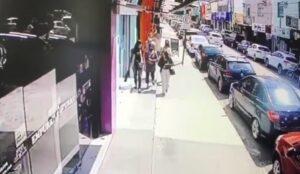 Idosa é assaltada por grupo de mulheres em saidinha