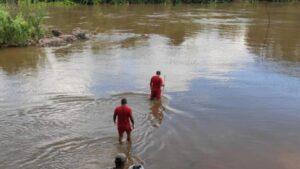 Corpo sem dedos é encontrado boiando em rio Parauapebas