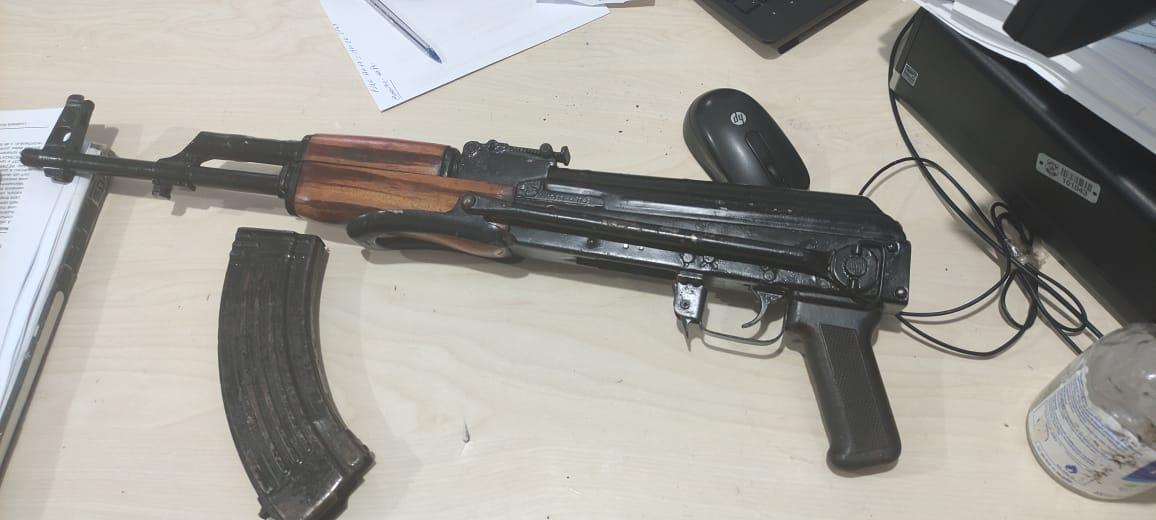 Polícia Militar apreende fuzil AK-47 após denúncia