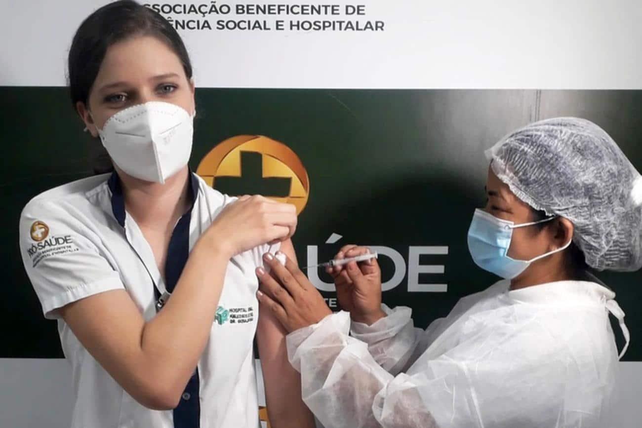 Enfermeira vacinada em Marabá pede que população respeite o isolamento