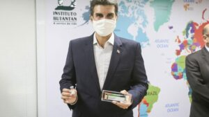 Helder Barbalho viaja para São Paulo para buscar vacina da Covid-19