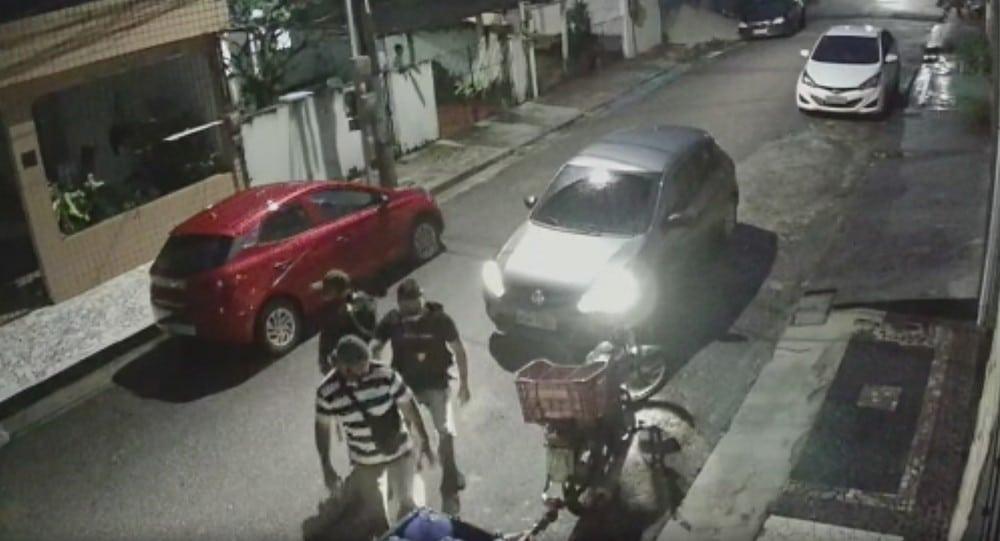 Bandidos usam uniforme da Polícia Civil e invadem casa