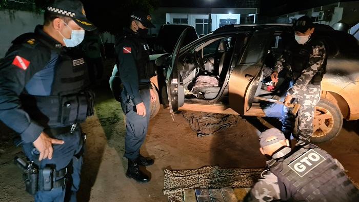 PM apreende mais de 40kg de drogas escondidas no carro