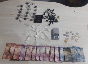 Mulher é flagrada traficando cocaína, crack e maconha na Vila do Rato